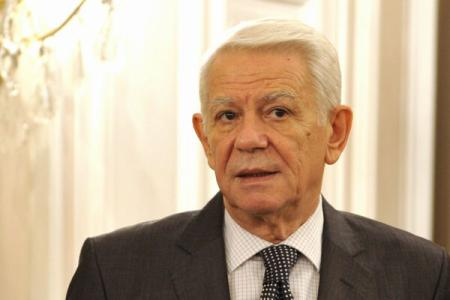 Basescu asks Chambers of Parliament speakers to take notice of Melescanu's resignation as SIE director