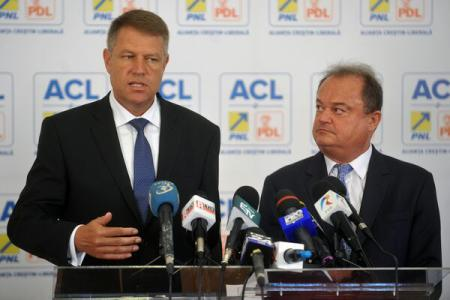 Iohannis submits presidential bid to Central Electoral Bureau