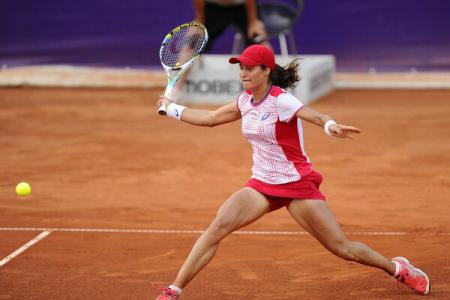 Romania's Niculescu wins Guangzhou WTA tennis tournament