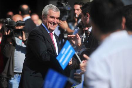 Tariceanu files presidential candidacy at Election Bureau