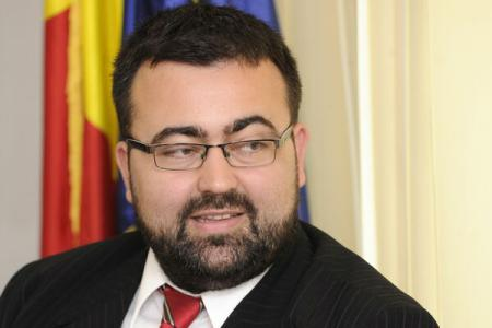 Analyst Magdin: It's important whether candidates Ponta, Iohannis surpassed psychological thresholds