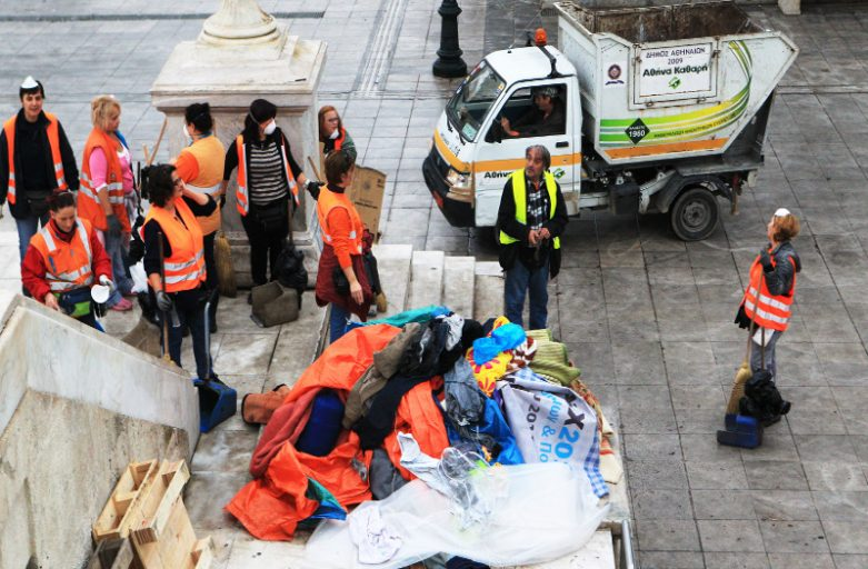 Syrian refugees protesting at Syntagma square moved away