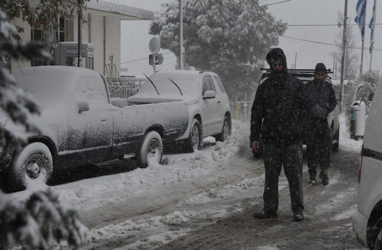 Heavy snowfall disrupts traffic in greater Athens region and in southern parts of the country