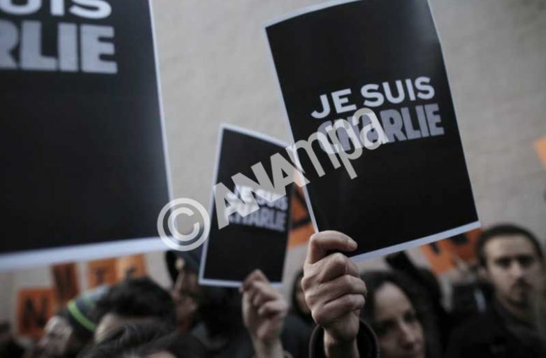 Thousands of Greeks rally in Athens in solidarity with France