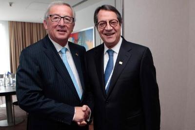 Anastasiades briefs Juncker on developments in Cyprus
