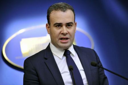 Romania mulls Eurobond delay to grab lower yields