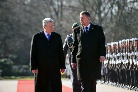President Klaus Iohannis, welcomed by his German counterpart, Joachim Gauck, at the Bellevue Palace