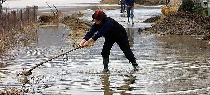 Heavy rains increase danger of new floods in Macedonia