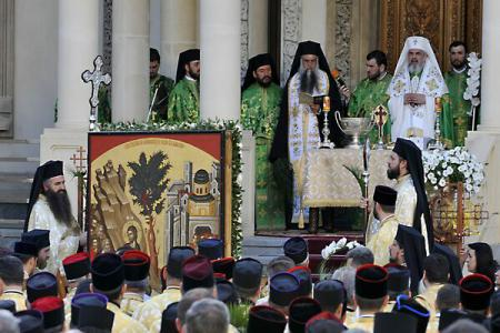 Orthodox believers' procession on eve of Jesus' Entry to Jerusalem, 800 clergy expected to attend Bucharest celebrations