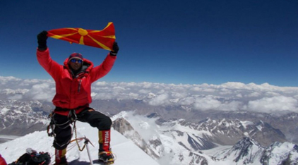 Dejanovic says he may lose two fingers, but is glad he flew the Macedonian flag on Annapurna