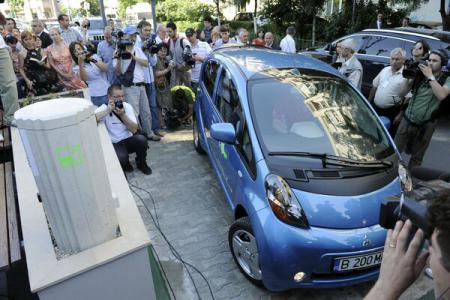 Hybrid, electric car sales surge 125pct from 2014