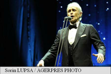 Jose Carreras pays tribute to Colectiv club fire victims in his Bucharest concert