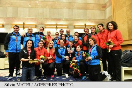Women's handball: Romanian squad given welcome home from World Championship