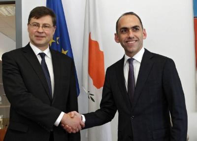 The Commission is looking into fiscal impact of a Cyprus settlement, Dombrovskis tells CNA