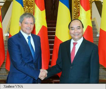PM Ciolos: Vietnam witnesses impressive economic growth; to Romania, it is a privileged partner