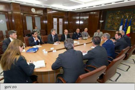 PM Dacian Ciolos, French DefMin Jean-Yves Le Drian discuss NATO's eastern flank strengthening