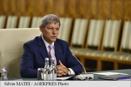 PM Ciolos: It is very important that party politics exit schools