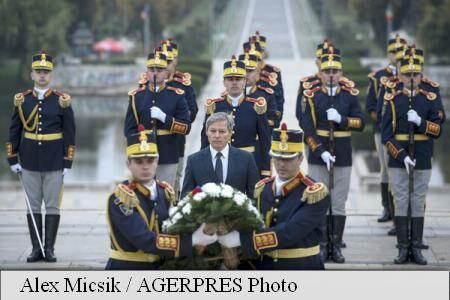 Army Day: PM Ciolos, attending military ceremony at Unknown Hero Monument in Carol Park